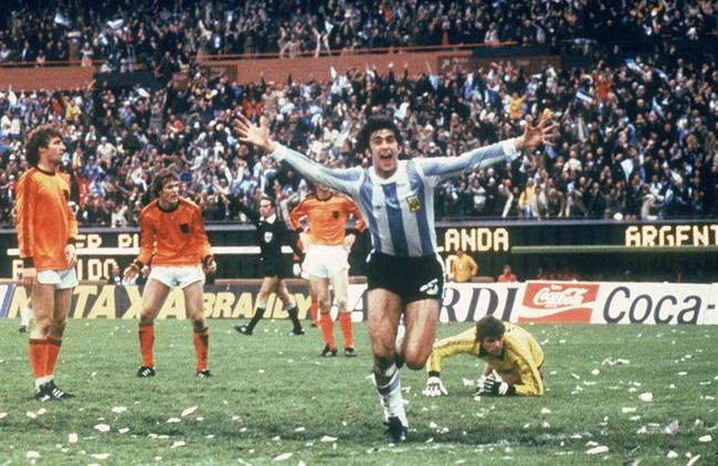 Dau-si-Mario-Kempes-dua-Argentina-lan-dau-len-dinh-World-Cup-1978-2
