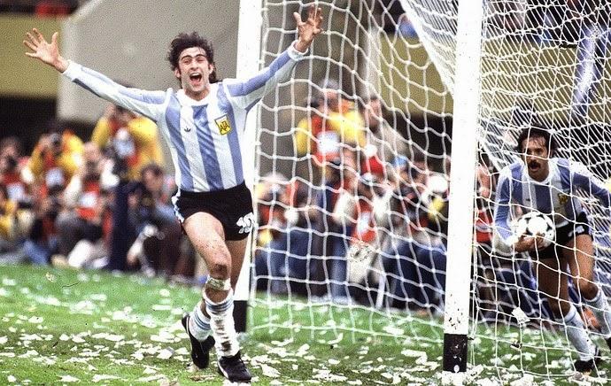 Dau-si-Mario-Kempes-dua-Argentina-lan-dau-len-dinh-World-Cup-1978-5