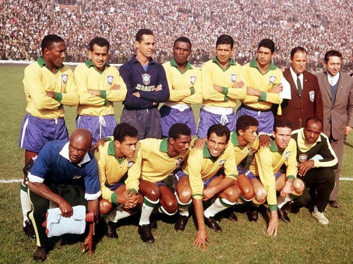 Hong-tuoc-Garrincha-bay-cao-Brazil-bao-ve-ngoi-vuong-World-Cup-1962-Brazil