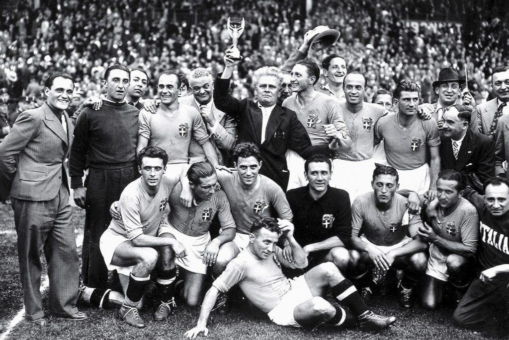 Lan-dau-cho-nguoi-Y-World-Cup-1934-Italia-len-ngoi