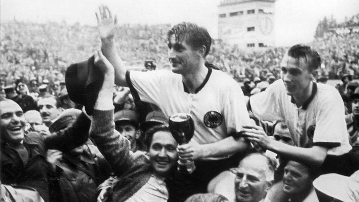 Tinh-than-Duc-quat-do-The-he-vang-Hungary-World-Cup-1954-2