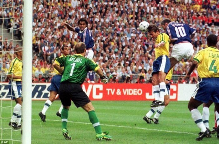 Bi-an-Ronaldo-Ga-Gaulois-gay-vang-World-Cup-1998-3