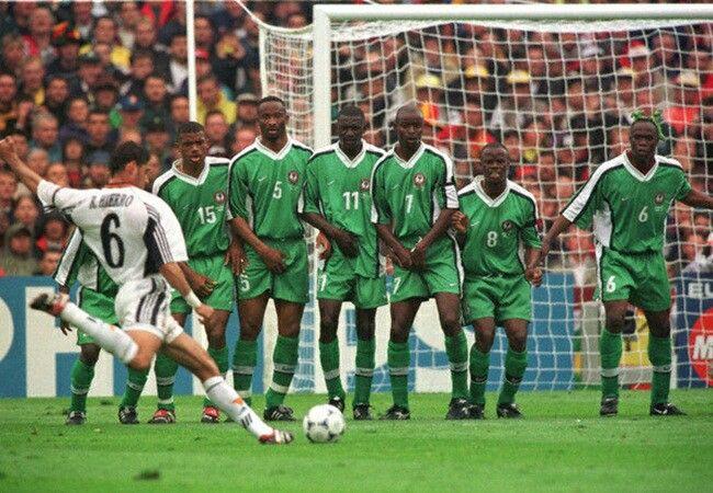 Bi-an-Ronaldo-Ga-Gaulois-gay-vang-World-Cup-1998-7