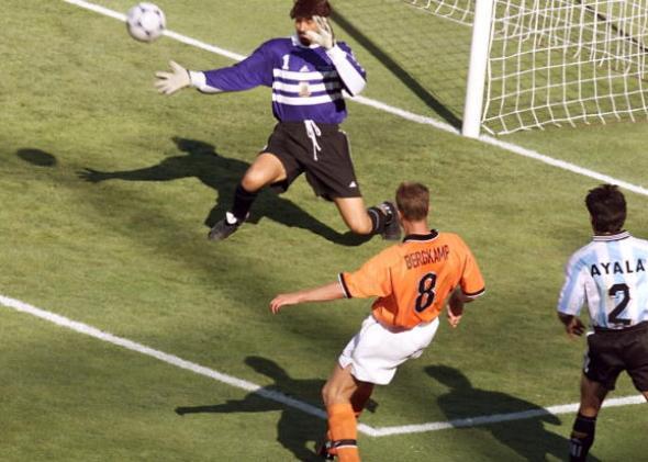 Bi-an-Ronaldo-Ga-Gaulois-gay-vang-World-Cup-1998-9