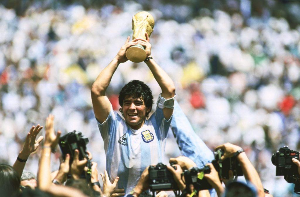 Diego-Maradona-hoa-Thanh-Argentina-len-dinh-lan-hai-World-Cup-1986-1