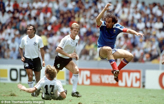 Diego-Maradona-hoa-Thanh-Argentina-len-dinh-lan-hai-World-Cup-1986-5