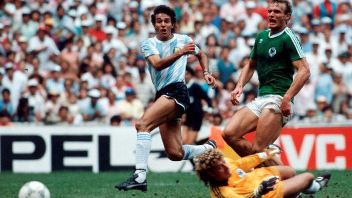 Diego-Maradona-hoa-Thanh-Argentina-len-dinh-lan-hai-World-Cup-1986-6