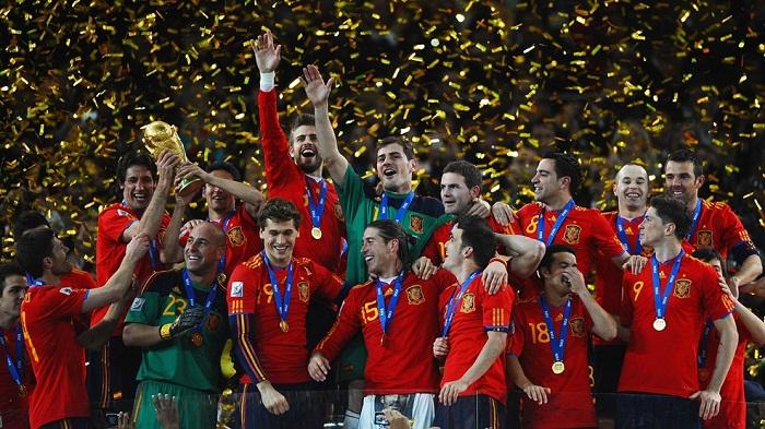 Quyen-truong-tiqui-taca-dua-Tay-Ban-Nha-lan-dau-len-ngoi-World-Cup-2010-3