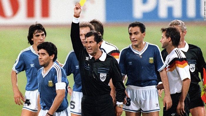 Tay-Duc-bao-thu-Hoang-de-Beckenbauer-di-vao-lich-su-World-Cup-1990-4