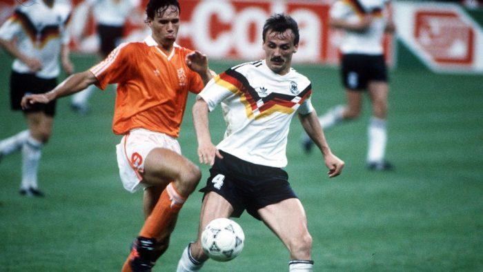 Tay-Duc-bao-thu-Hoang-de-Beckenbauer-di-vao-lich-su-World-Cup-1990-7