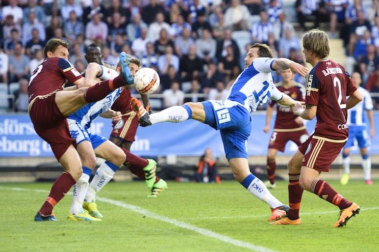 160509 Djurgårdens Marcus Hansson försvarar mot IFK Göteborgs Tobias Hysén under fotbollsmatchen i Allsvenskan mellan IFK Göteborg och Djurgården den 9 maj 2016 i Göteborg. Foto: Carl Sandin / BILDBYRÅN / kod CS / 57890