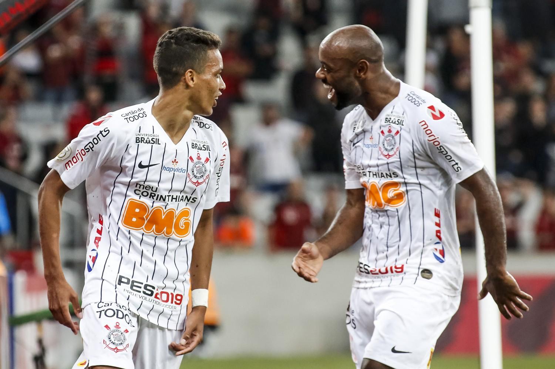 Goias-vs-Corinthians-Khach-lan-chu-07h30-ngay-17-10-Giai-VDQG-Brazil-Brazil-Serie-A-2
