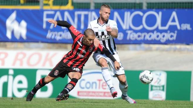 ascoli-vs-virtus-entella-02h00-ngay-26-10-2